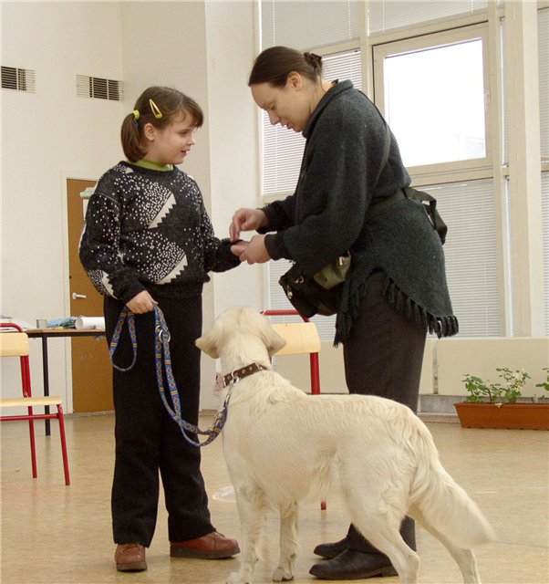 Соня Шаталова на занятии собакотерапией